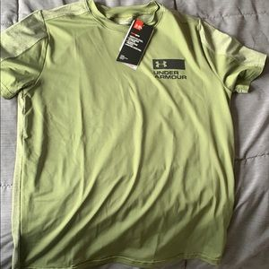 Under Armour loose fit dry fit t-shirt